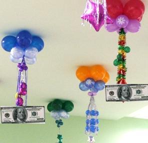 как оригинально подарить деньги с шаром