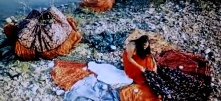 """костюм цыганки -  юбки, кадр из фильма """"Табор уходит в небо"""""""