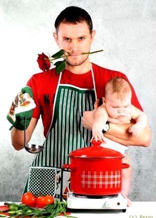 Сценки на 8 Марта - муж на кухне с малышом и розой